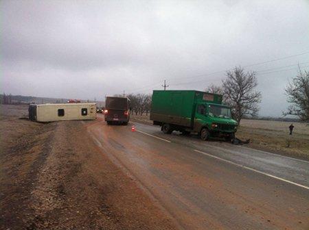 4 машины опрокинулись наГрушевском перевале из-за гололеда
