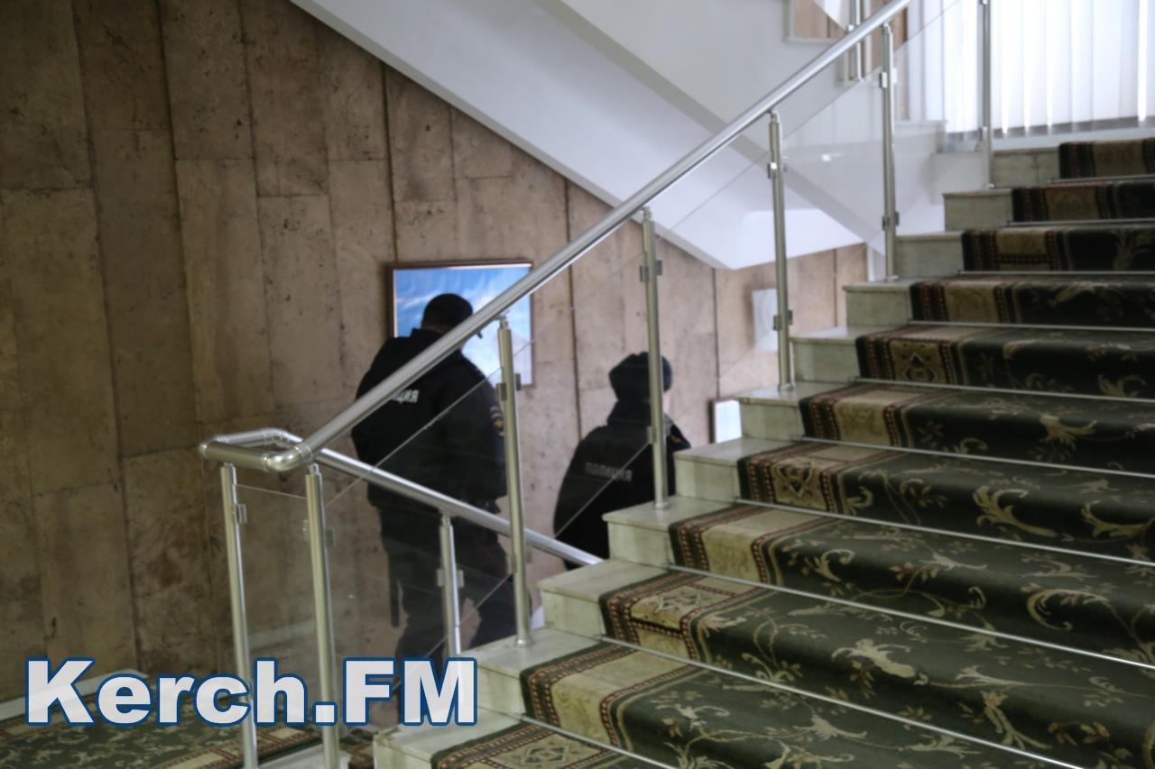 Замглавы администрации Керчи подозревали вполучении взятки: проходит обыск