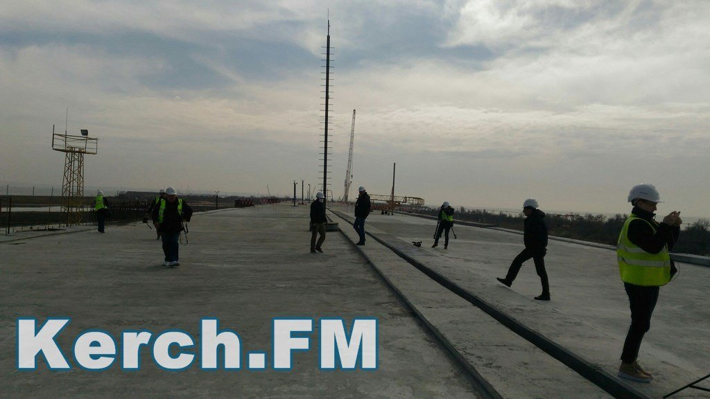 Готово около 70 процентов опор моста через Керченский пролив