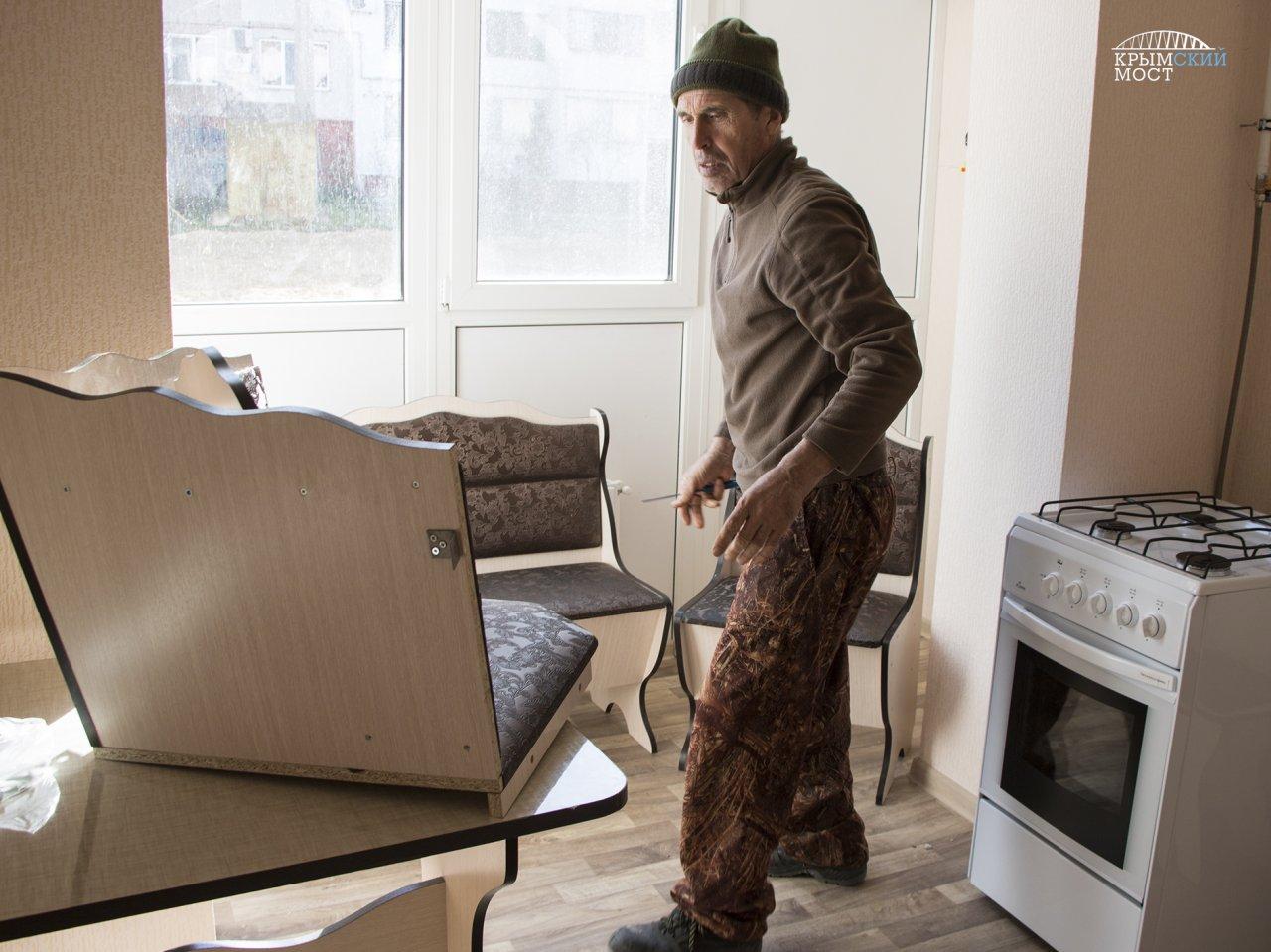 Переселенцы иззоны восстановления Керченского моста получили новые квартиры