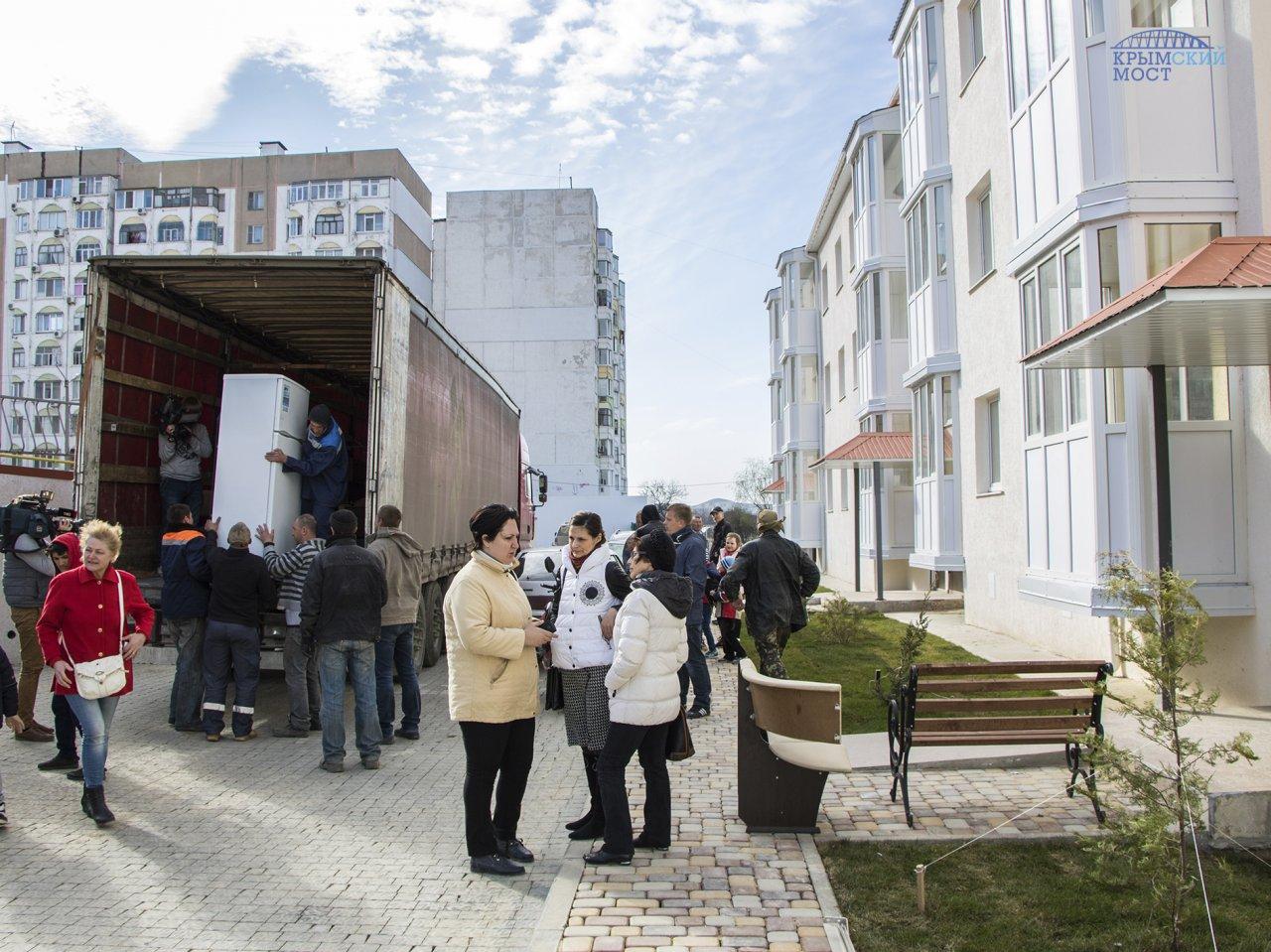 Граждане Керчи получили ключи отновых квартир