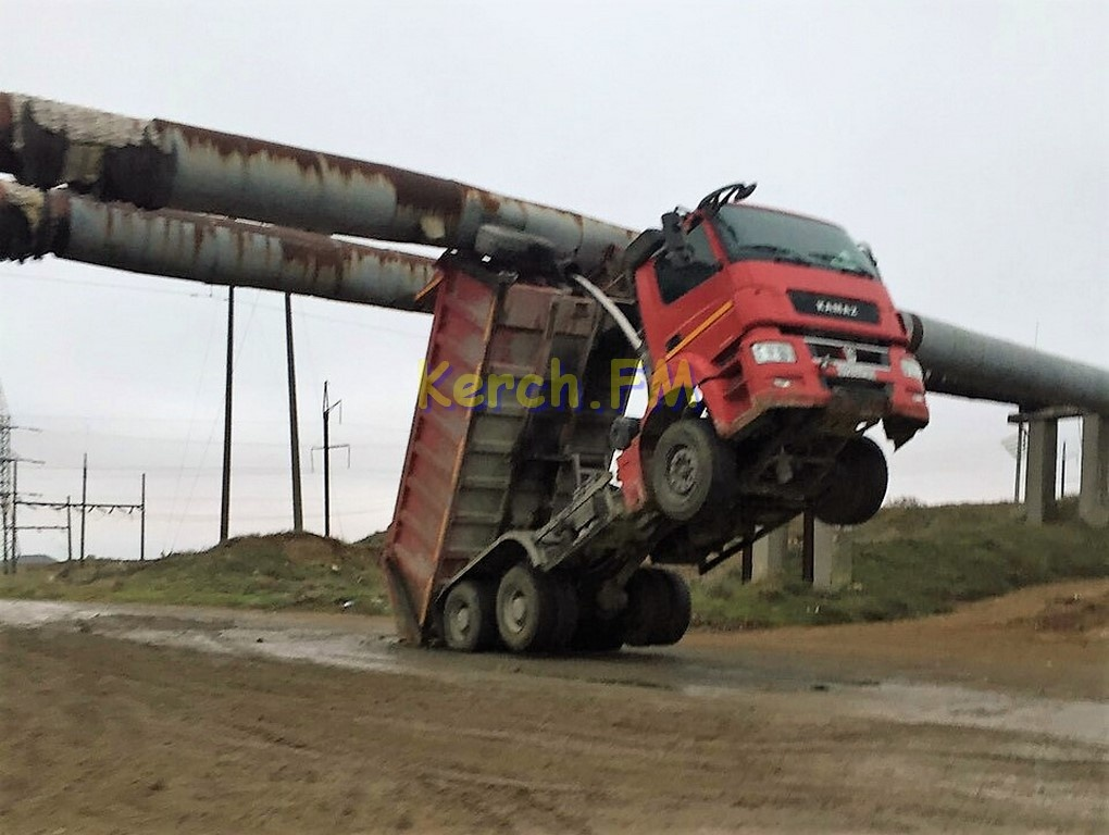 Грузовик состройки Крымского моста оставил Керчь без тепла