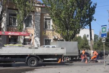 На Шлагбаумской в Керчи сняли часть асфальта на дороге