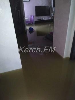 Затопленные квартиры керчан – что творится внутри показали жители