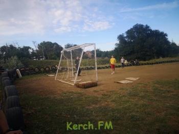 Жители домов 114 и 126 в Керчи собрали деньги и сами делают спортивную площадку